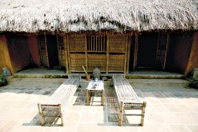 246.Ngôi nhà Việt dưới chân núi Sóc