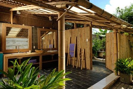 Ông Đặng Hảo lên ý tưởng xây dựng căn nhà kiên cố 100% bằng chất liệu tre tự nhiên từ sau khi ông mua một mảnh đất ở ngoại ô TP.HCM hồi năm 2008. Công trình được hoàn thành sau hai năm xây dựng